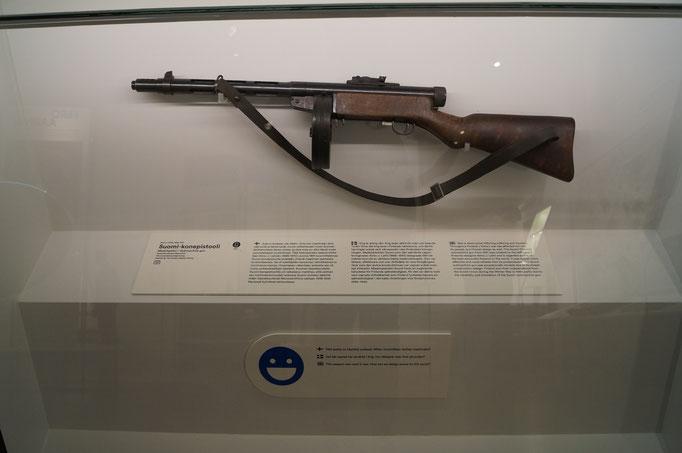 Designmuseum; Erfinder des Gewehrs kommt aus dem Dorf wo ich jetzt lebe