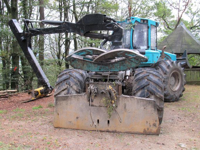 """""""Skidder"""" Forstspezialschlepper ca. 20 Tonnen"""