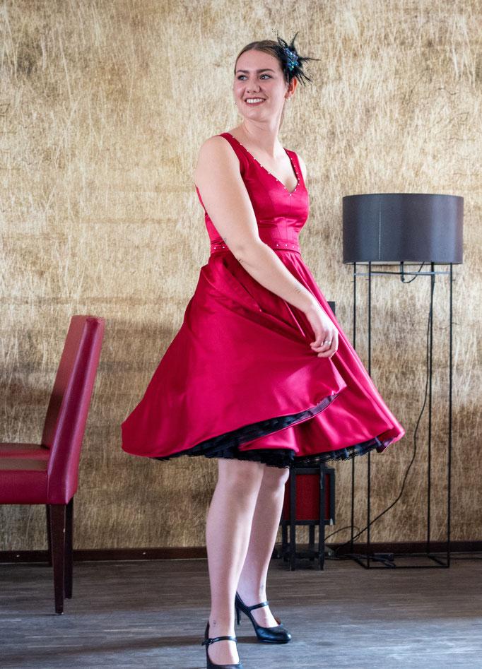 weites Cocktailkleid in frischem pink