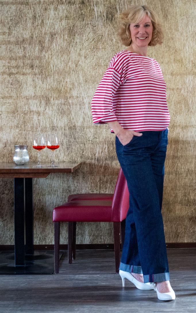 Jeans und rotes Ringel T-Shirt