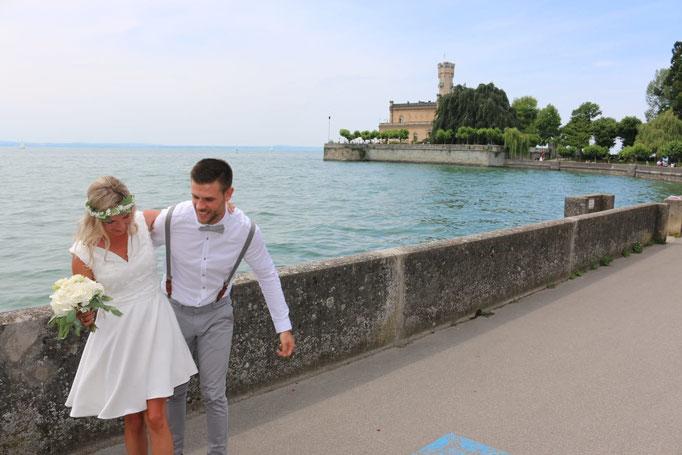 Brautkleid aus Crepesatin mit mäßig weitem Glockenrock