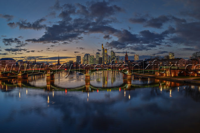 Skyline-Frankfurt-Quer-Neu-013
