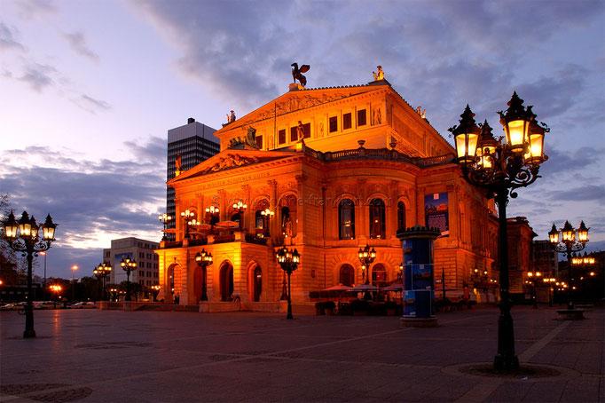 Opernplatz 01