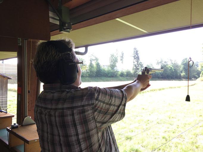 Beim Training mit dem Revolver, wird das was?