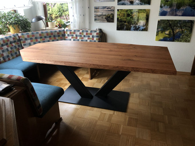Esstisch mit abgeschnittenen Kanten nach Kundenwunsch