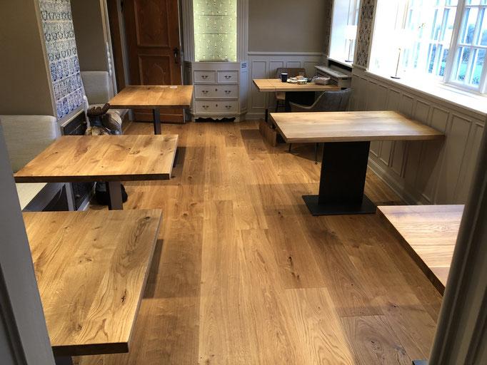 Restauranttische aus Massivholz Eiche und Mittelgestell Tokio