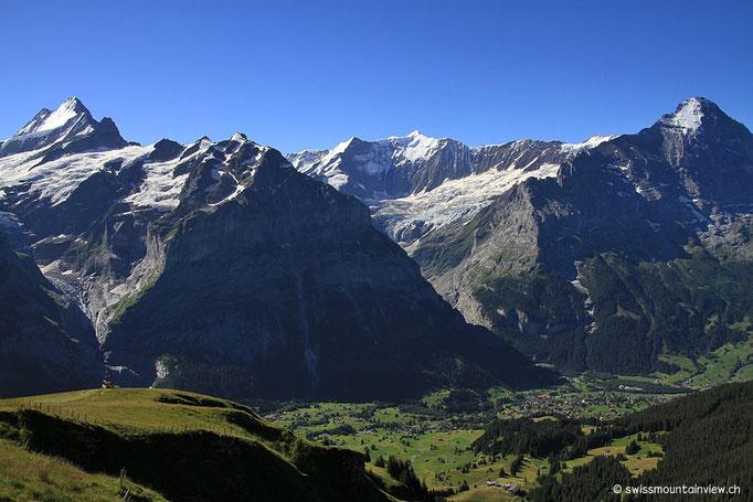 Hinunter schweift der Blick nach Interlaken.