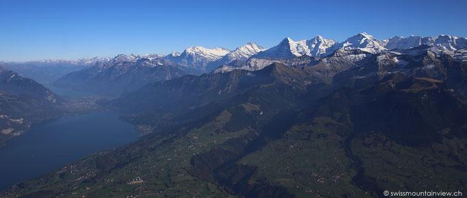 Die Fahrt dauert knapp eine halbe Stunde und der Ausblick, welcher einem auf dem Gipfel erwartet, ist atemberaubend.