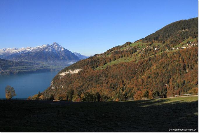 Von Beatenberg fahren wir hinunter nach Interlaken und dem Brienzersee entlang nach Meiringen (1 Std. entfernt).