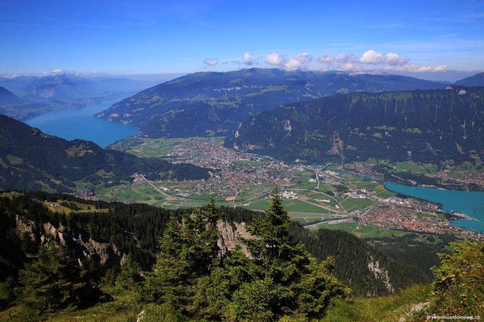 Auf der anderen Bergseite sieht man das Dorf Beatenberg, wo unsere FeWo swissmountainview.ch liegt.