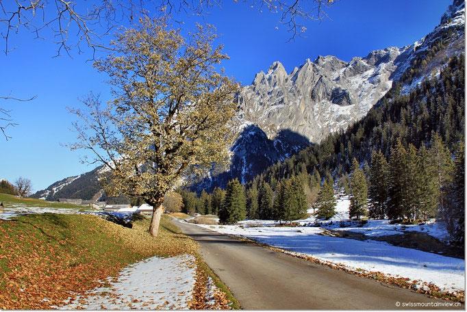 Wir fahren nach diesem wunderschönen Spaziergang wieder hinaus aus dem Tal.