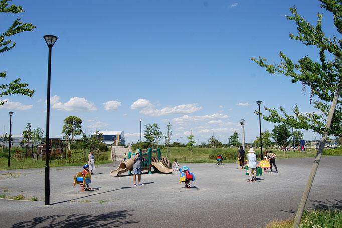 小さなお子様が思う存分遊べる遊具広場です。お母様方も安心してお子様と一緒の時間が過ごせます。