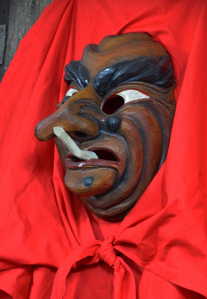 Maskenschnitzer Holzmaske Wolfgalgenhexen