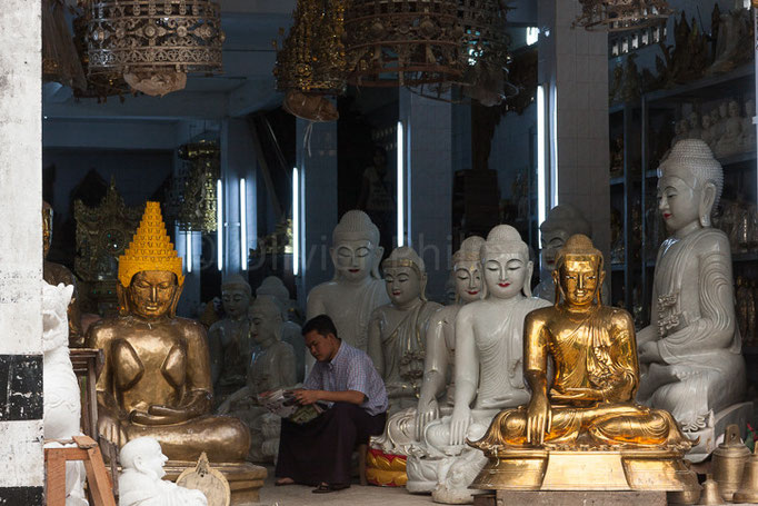 Birmanie - Rangoon - Bouddha's store
