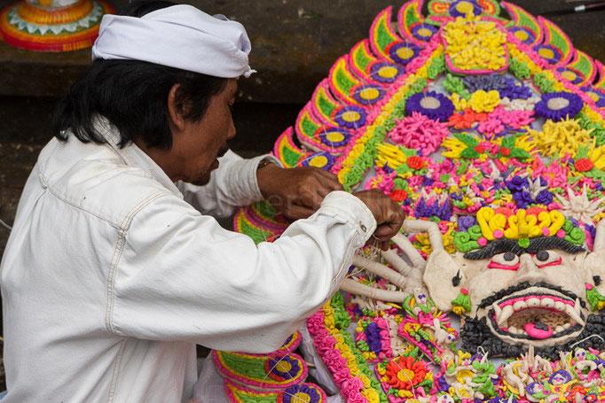 Indonésie - Bali - Confection de décorations
