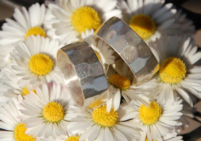 Geschmiedete Silberringe