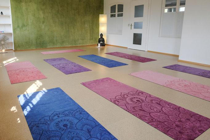 Ausrüstung für Yoga Schulen
