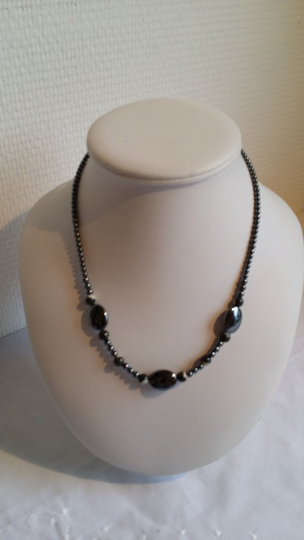 Collier en Hématites et perles de nacres grises