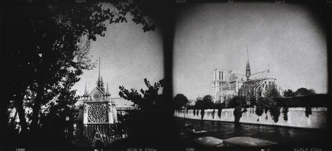Paris Notre-Dame (1), 2008, tirage au charbon, bichromie, atelier Fresson, format image 50 × 25 cm,  1/5, © Annick Maroussy