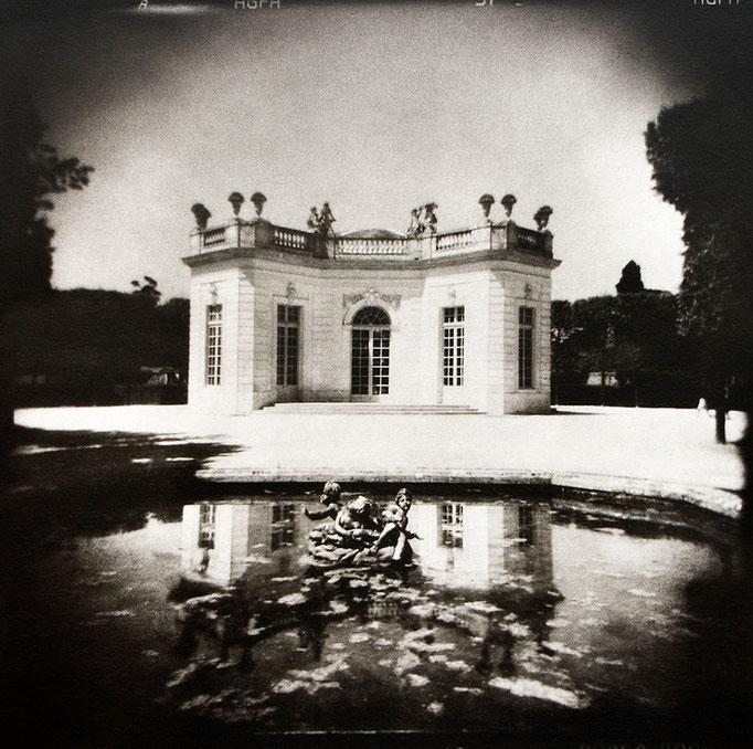 Versailles, Pavillon Français, 2008, tirage au charbon, bichromie, atelier Fresson, © Annick Maroussy