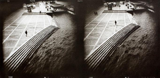 Paris bord de Seine, 2008, tirage au charbon, bichromie, atelier Fresson, format image 50 × 25 cm, 1/5, © Annick Maroussy