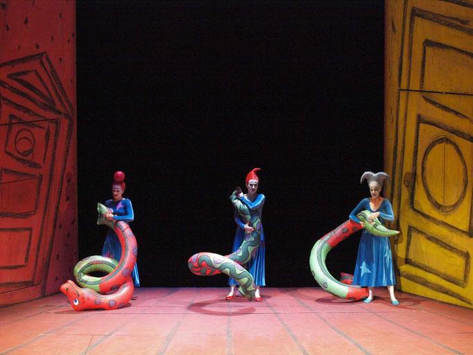 Die Zauberflöte Theater an der Wien (2007/2008) © Armin Bardel - Malin Byström (Erste Dame), Hermine Haselböck (Zweite Dame) & Julia Oesch (Dritte Dame)