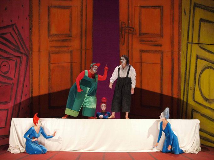 Die Zauberflöte Theater an der Wien (2007/2008) © Armin Bardel - Malin Byström (Erste Dame), Shawn Mathey (Tamino), Julia Oesch (Dritte Dame), Jonathan Lemalu (Papageno) & Hermine Haselböck (Zweite Dame) ..