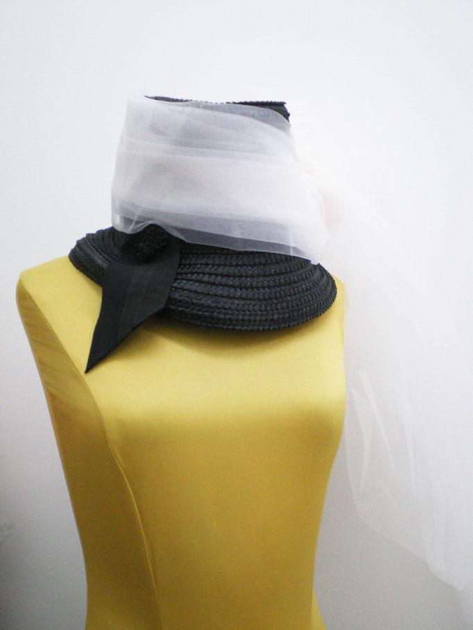 Sombrero copa alta con tul