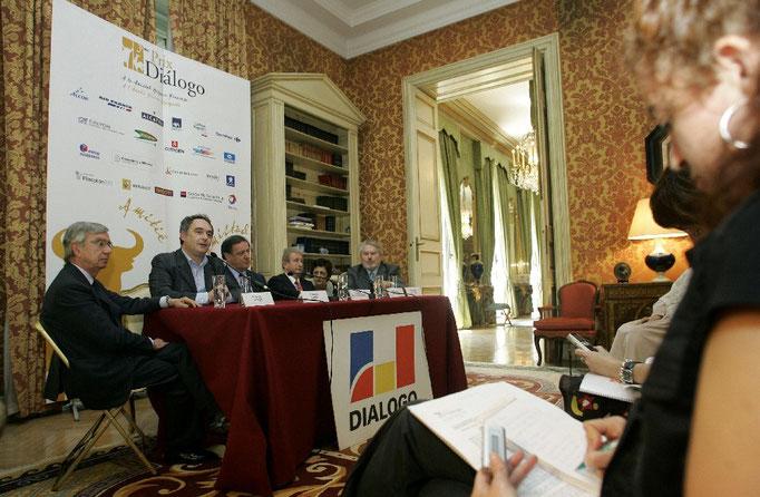 Entrega del premio Dialogo 2005 a la amistad hispano-francesa a Michel Guerard y Ferrán Adrià. Cortesía Dialogo.