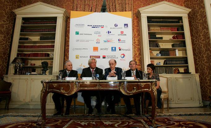 Entrega del premio Dialogo 2006 a la amistad hispano-francesa a Jean Louis Bruguière y Carlos Divar. Cortesía Dialogo.