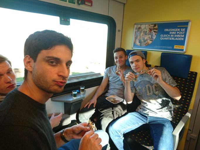 HEIMAT-Apéro im Zug von Lenzburg nach Luzern