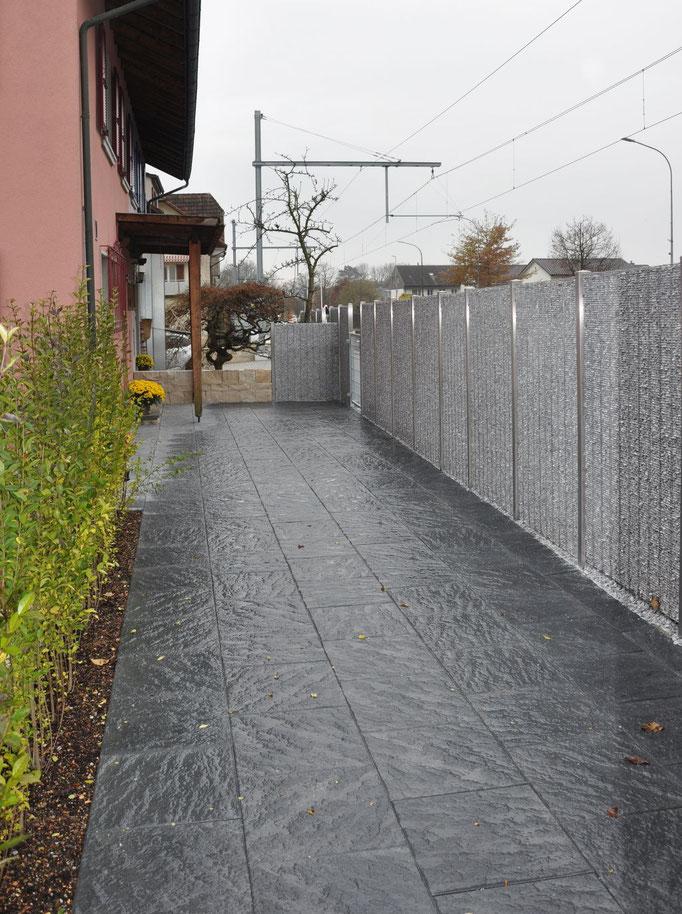 Betonplatte mit Oberflächenstruktur