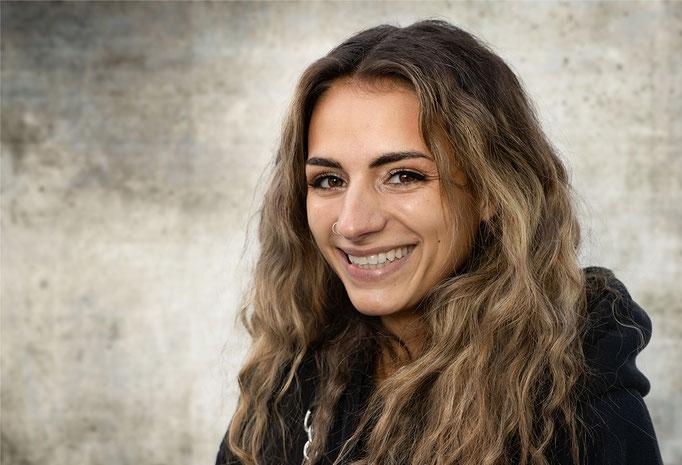 Chiara Colledani als Fliegender Affe