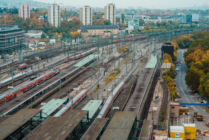 Blick vom Stuttgarter Bahnhofsturm auf das Gleisfeld