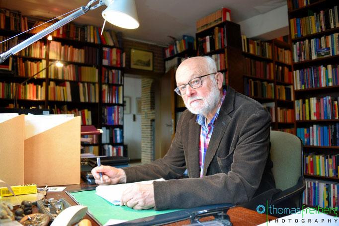 Politikwissenschaftler Professor Menzel - Copyright © 2013-2017 - Thomas Freiberg - All Rights reserved.