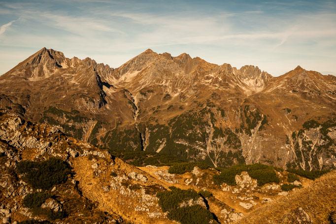 Die ersten Blicke auf umliegende Berge