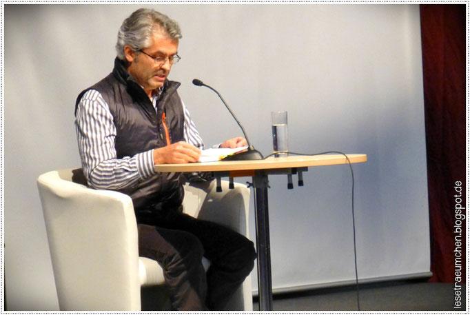 """Marco Sonnleitner bei der Lesung von """"Die drei ??? - Im Haus des Henkers"""" im Lesezelt, 15.10.2015"""