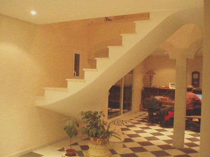 Escalier dans le vide avec appuis au sol et a l'étage