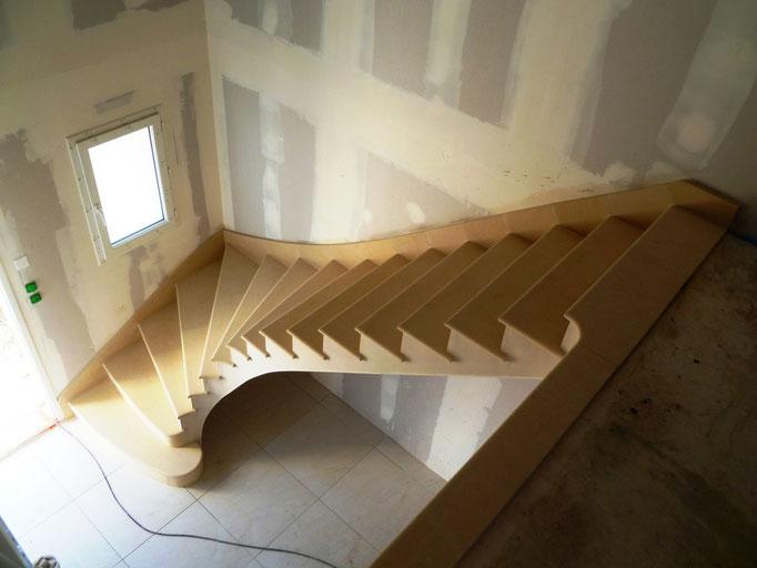 maison neuve escalier en Combe brune avec bande de rive