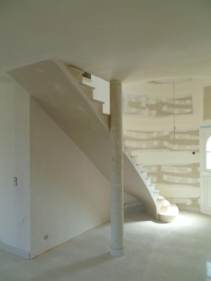 tour ronde dans maison neuve pierre combe brune