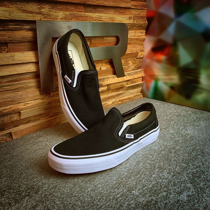 146 00 00 003 - Vans Classic Slip-On - €64,90