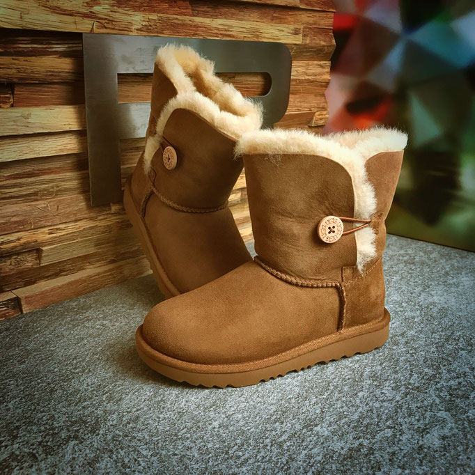 468 33 76 001 - UGG Bailey Button - €169,00