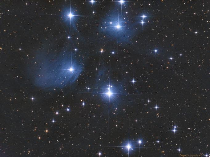 Plejaden (M45) im Sternbild Stier. Entfernung 480 Lichtjahre. Aufgenommen am 8.9.2013 (während Vollmond)
