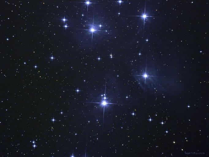 Plejaden (M45) im Sternbild Stier. Entfernung 480 Lichtjahre. Aufgenommen am 2.11.2013