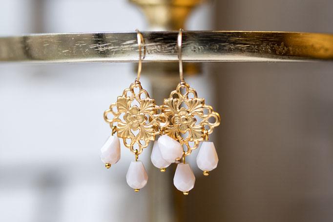 Ohrringe Ornament aus 14K Gold Filled mit drei kleinen Süßwasserperlen