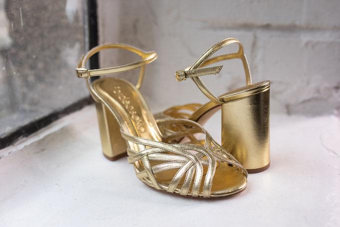 Brautschuhe aus echtem Leder in Gold.