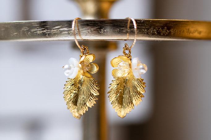 Blatt Ohrhänger mit Glassteinen und 14K Gold Filled.