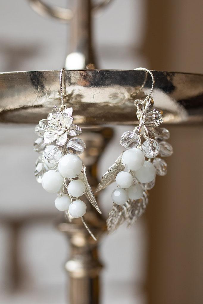 Ohrringe Silber groß mit Emailleblüten und Kristalltropfen