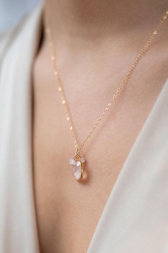 Halskette 14K mit Medaillon Anhänger und Süßwasserperlen