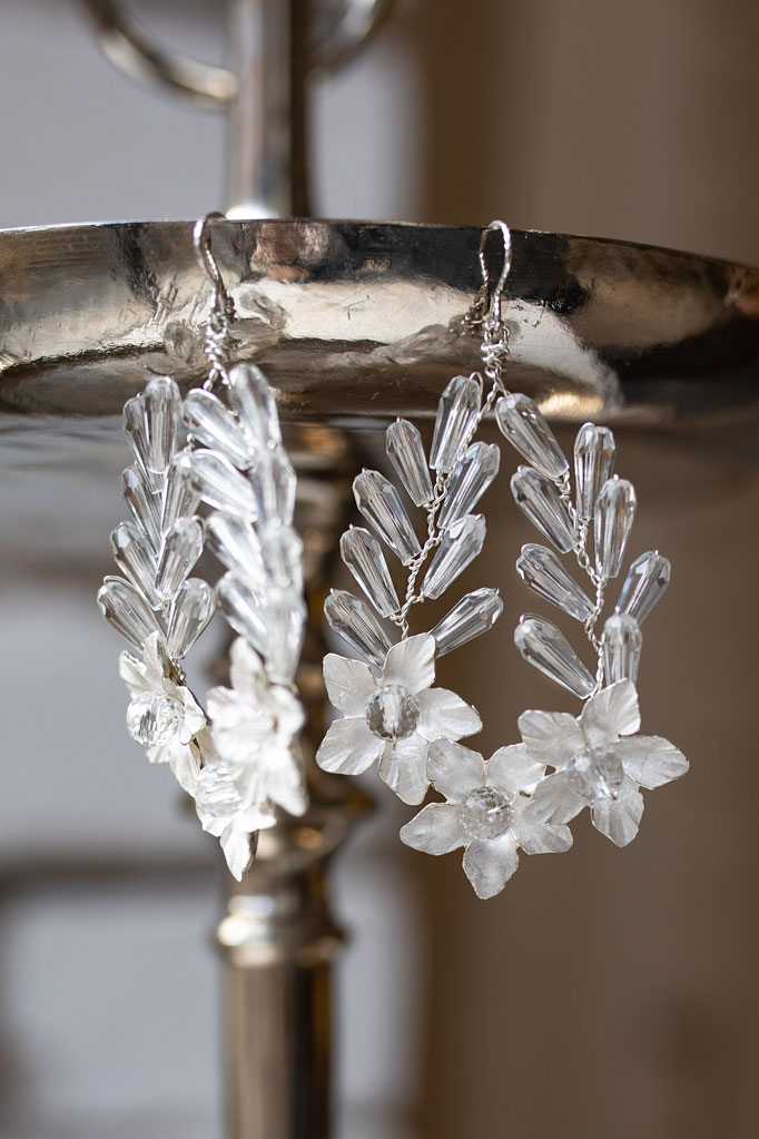 Ohrringe Silber mit Lorbeerkranz und Süßwasserperlen